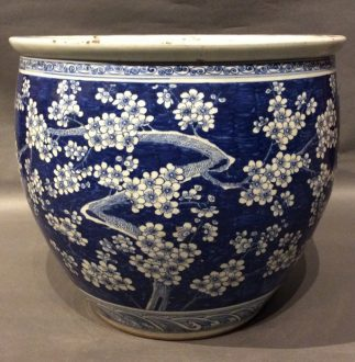 Chinese Antique white and Blue Pot